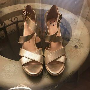 Isaac Mizrahi Gold Cork Wedge Sandals. Great Cond.